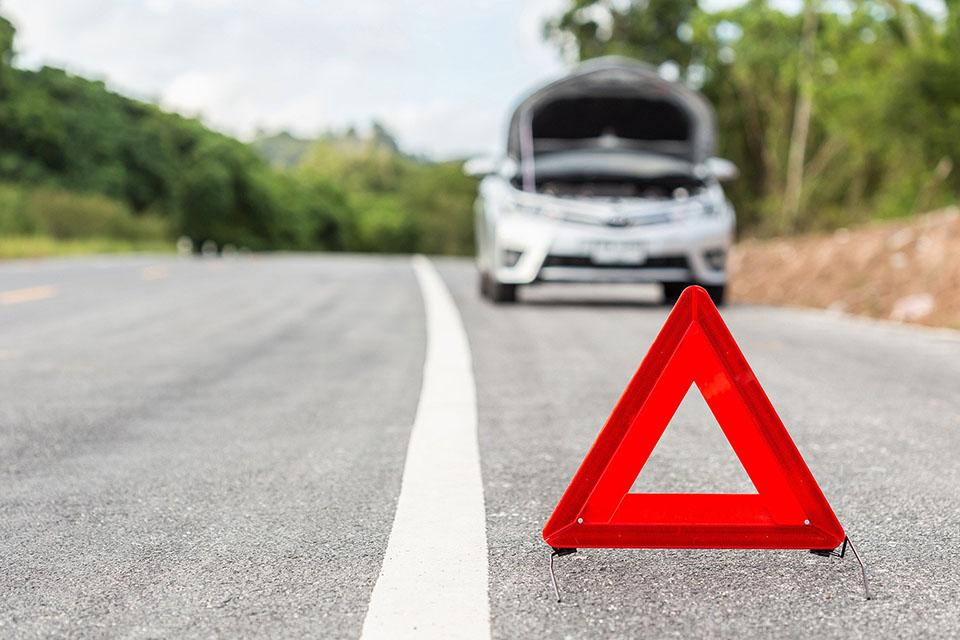 Что делать, если сломалась машина на трассе, в лесу или в городе